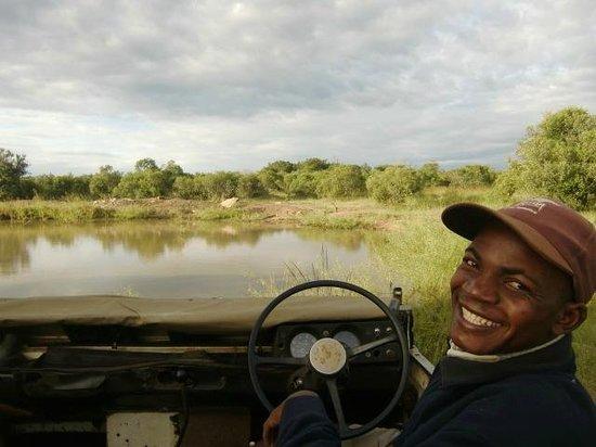 Stone Camp in Mkhaya Game Reserve: De ranger van Stone Camp, april 2014