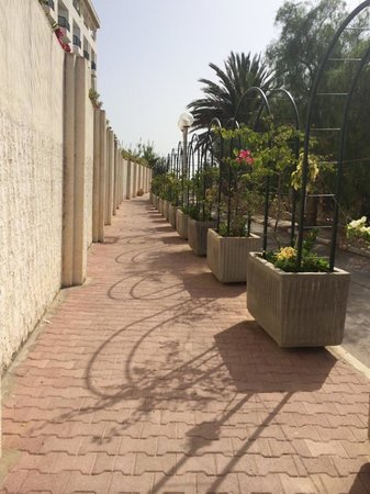 Royal Kenz Hotel Thalasso & Spa : Private walkway to beach