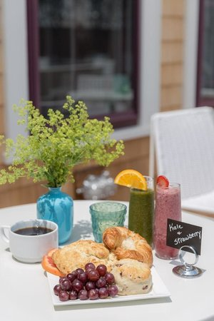 21 Broad Hotel : Breakfast at 21 Broad, a Nantucket boutique hotel
