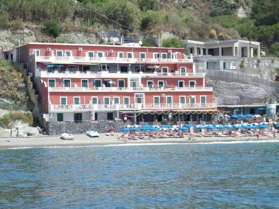 Hotel La Gondola: Vista Albergo dal mare