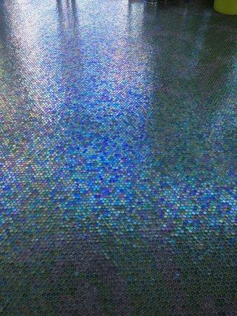 Riviera Beachotel: Sparking clean hotel...! Love the floors