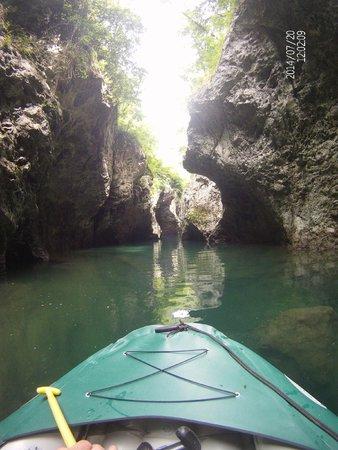 Dentro la gola foto di rafting h2o bagni di lucca - Rafting bagni di lucca ...