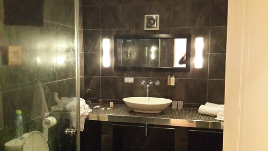 Secret Garden Guesthouse : ensuite bathroom