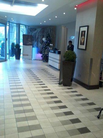 Crowne Plaza London-Gatwick Airport: Hall de entrada