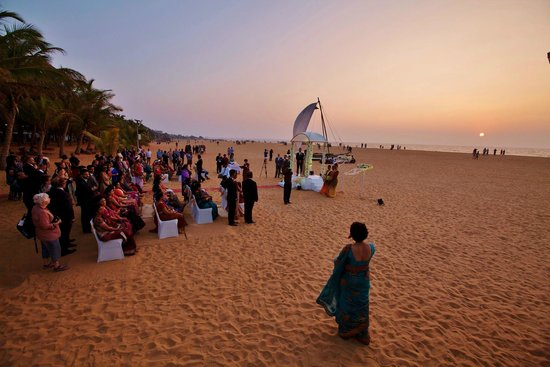 Jetwing Blue: Poruwa ceremony on the beach against the backdrop of setting sun