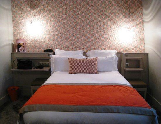 Hotel Vic Eiffel: Cama