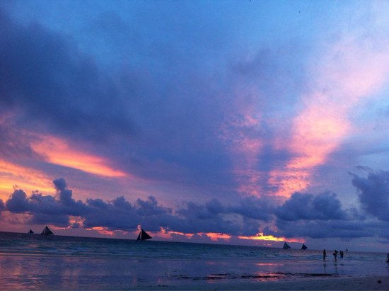 White Beach: Sunsets are breathtaking.