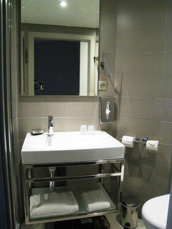 Hotel Vic Eiffel: Cuarto de baño