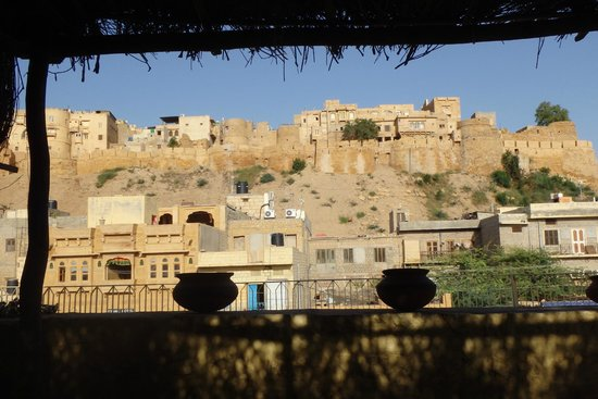 Nomads Guest House: View of the fort from the rooftop terrace.