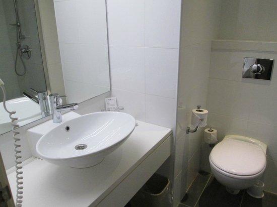 Hotel Prima Park: Badezimmer