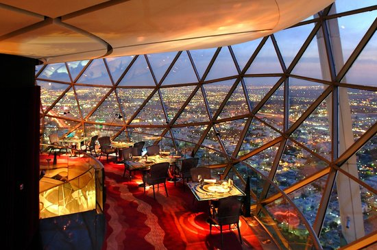 Al Faisaliah Hotel : The Globe Restaurant