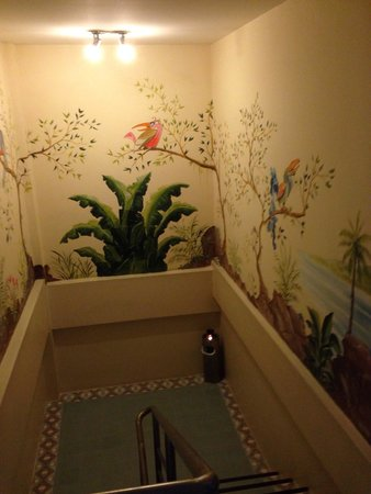 Summer Breeze Hotel: The stairwell