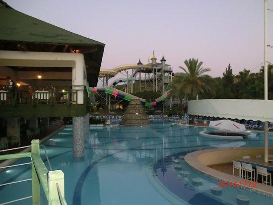 Aqua Fantasy Aquapark Hotel & SPA: Night view