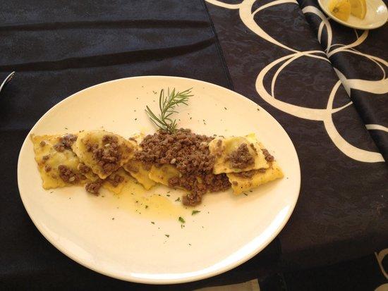 La Cantina di Gio - Winebar & Food: Равиоли с говядиной