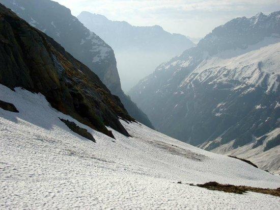 Valle Verzasca: Blick von der Alpe Barone im frühen Mai