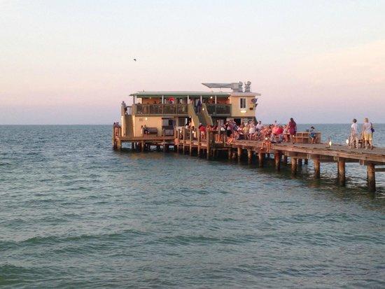 Rod & Reel Pier: The restaurant