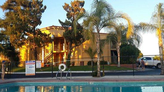 Best Western Plus Hill House: Небольшой бассейн помогает отдохнуть после дороги