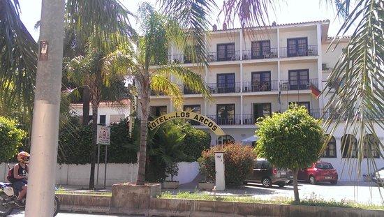 Arcos de Montemar: Front of the hotel