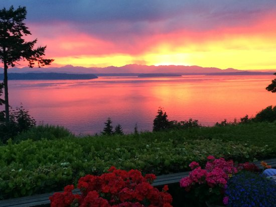 Eagle's View Bed and Breakfast, LLC: Most beautiful sunset on the deck