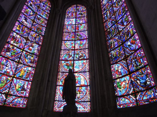 Cathedrale St-Etienne: ステンドグラスが有名