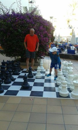 Sunwing Fanabe Beach: Early morning chess... 19.7.14