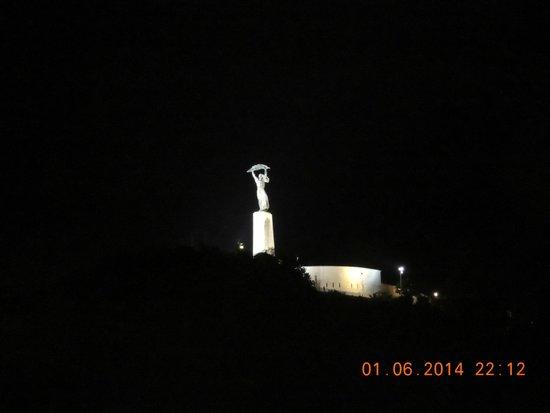Citadel: Estátua da Liberdade à noite