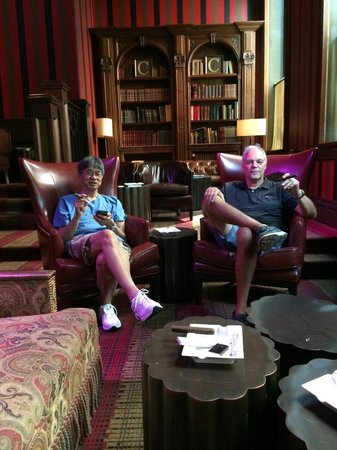 Carnegie Club : two friends enjoying a good cigar