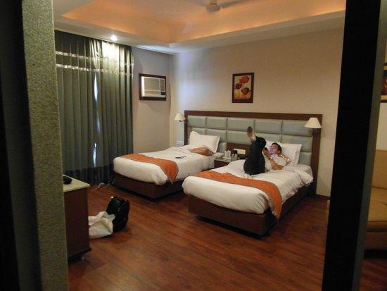 Hotel Chirag: spacious room