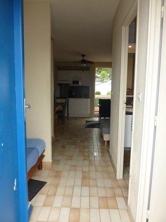 Lagrange Confort+ Residence Village Club de Camargue : Entrée du studio