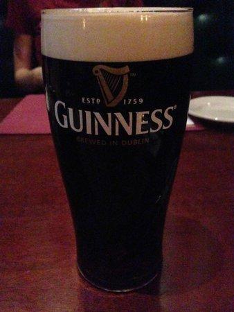 Emmett O'Lunney's Irish Pub : a proper pint of Guinness