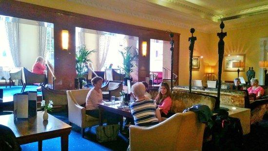 Hotel Riu Plaza The Gresham Dublin: Writers Bar Dining area