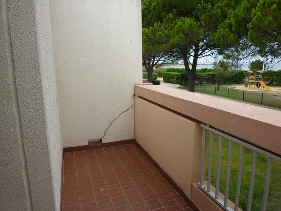 Lagrange Confort+ Residence Village Club de Camargue : Balcon