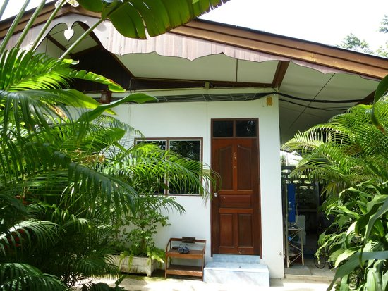 Baan Tebpitak : The family suite in the garden from the outside
