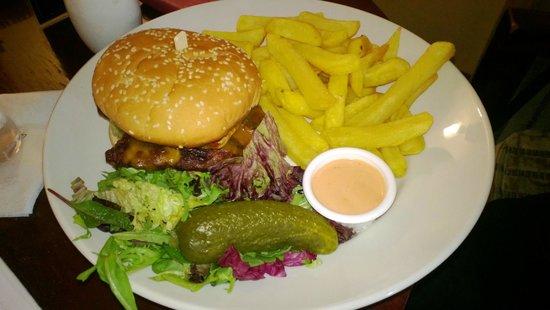 Hotel Riu Plaza The Gresham Dublin: Burger & Chips @Writers Bar