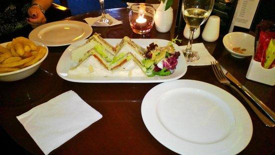 Hotel Riu Plaza The Gresham Dublin: Roast Beef Sandwiches & Chips