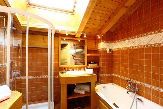 Chalet du Mont d'Arbois : Salle de bain Deluxe Alice