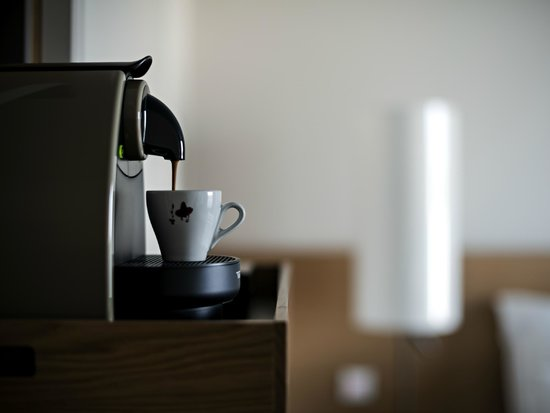 Pullman Basel Europe Hotel : De luxe room with coffee machine