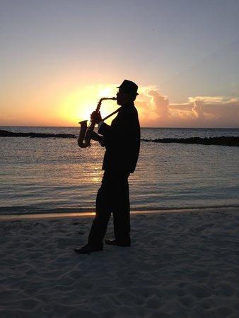 Melia Buenavista : Cérémonie du couché du soleil sur la plage tous les soirs avec saxo et champagne