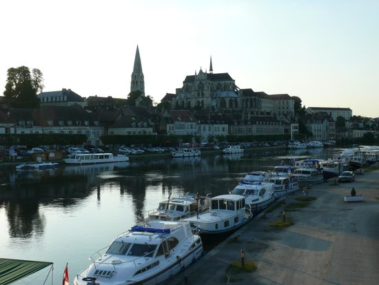 Auxerre et l 39 yonne picture of vieille ville auxerre for Piscine auxerre