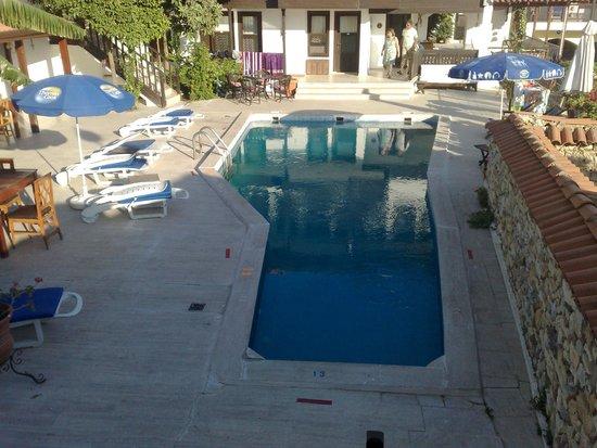 Villa Konak Hotel Kusadasi: Pool and Breakfast Area