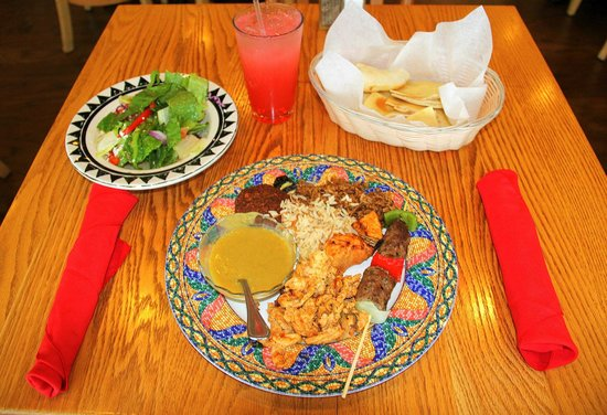 Cleopatra's Restaurant: Buffet plate, Cleopatra's House Salad and Pita Bread.