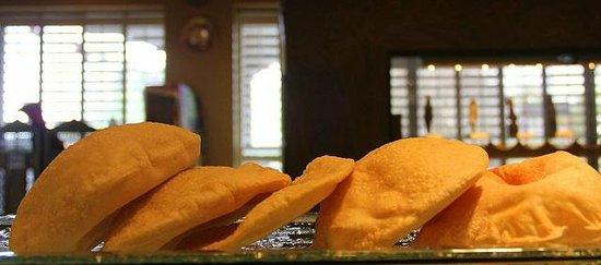 Cleopatra's Restaurant: Fresh pita bread baked daily.