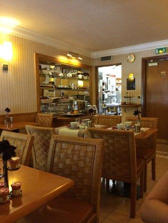 Hotel Royal Saint Michel: sala de desayuno y buffet