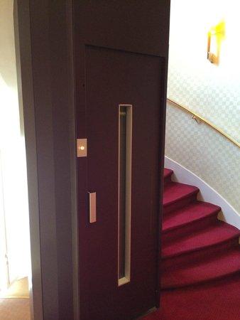 Hotel Royal Saint Michel: Mini ascensor