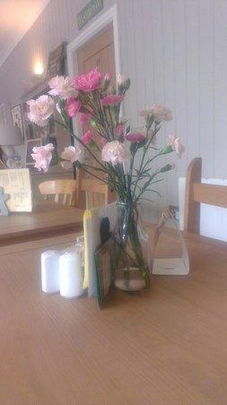 Gingerbread Coffee & Tea Room: Flowers on tables