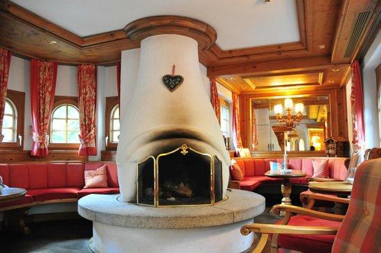 Bella Vista Hotel: Public/resting area in front of reception