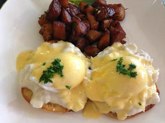 Cafe Normandie: Eggs Benedict with Crab