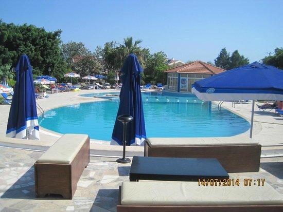 Hotel Sempati: pool area