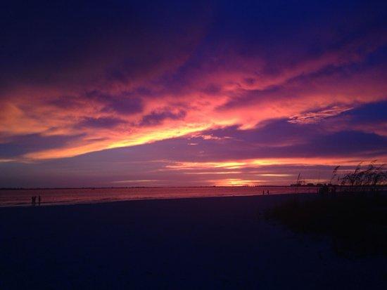 Pink Shell Beach Resort & Marina : Breathtaking Sunset