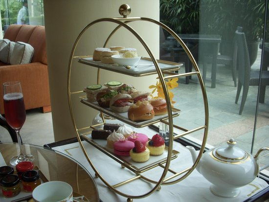 The Ritz-Carlton, Millenia Singapore: ホテル内でアフタヌーンティーはいかが?